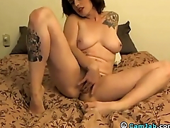 Rubs until she orgasms- redhotsexycams.com
