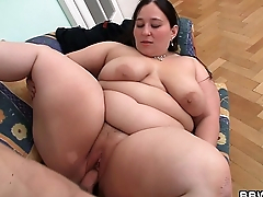 Gaping void pussy therapy for big belly plumper