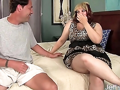 Pretty plumper Plump bella get her pussy filled up cock.