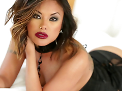 Gorgeous Kaylani Lei uses both forearms and her mouth to get a man not present