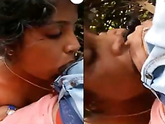 Today Exclusive-Horny Desi Girl Boob Pressing And Blowjob Open-air