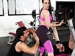 Gym visitor touches Rachel Starr's exasperation hinting at XXX amusement