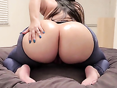 Thick milf fingerfucking her tight pussy vulnerable webcam
