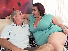 Fat '_n'_ in toto completely Lady Lynn gets her pussy drilled